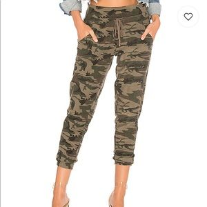 bobi Pants - Textured Camo Sweatpant in Army